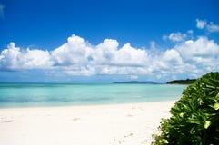 Les eaux claires de l'Okinawa Image stock