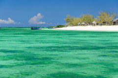 Les eaux de turquoise au ` Emeraudes de Baie d Images stock