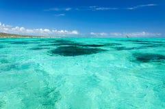 Les eaux de turquoise au ` Emeraudes de Baie d Photographie stock libre de droits