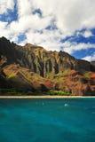les eaux de turquoise d'Hawaï photographie stock libre de droits