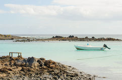 Les eaux de turquoise d'Isla de Lobos photographie stock libre de droits