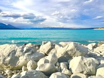 Les eaux de turquoise du bâti de Pukaki Nouvelle-Zélande de lac font cuire photo libre de droits