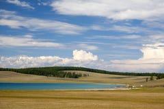 Les eaux de turquoise du lac Khovsgol Photographie stock libre de droits