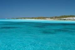 Les eaux sereines de l'île Bahamas de chat Image libre de droits