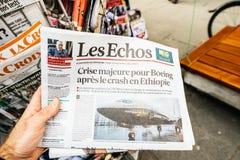 Les Echos-krant die artikel over Boeing kenmerken stock afbeeldingen