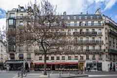 ` Les Editeurs ` ресторана Парижа, Франции 29-ое апреля 2013 известное на carrefour руты в Париже, Франции стоковое изображение