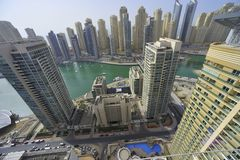 Les Emirats Arabes Unis : Horizon de Dubaï ; la marina Images stock