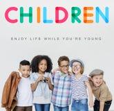 Les enfants apprécient le jeune concept d'âge de la vie Photo stock
