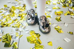 Les enfants célèbrent la fête d'anniversaire photographie stock libre de droits