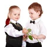 Les enfants dans le procès d'affaires avec se sont levés. Image stock