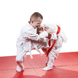 Les enfants de cinq ans forment des jets de judo Photographie stock libre de droits