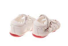 les enfants de fond ont isolé des chaussures de s blanches Photographie stock