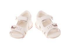 les enfants de fond ont isolé des chaussures de s blanches Photos stock