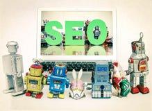 Les enfants de robot se renseignent sur SEO Image stock