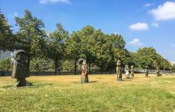 Les enfants du monde skulptur i Parc de Bercy Royaltyfri Fotografi