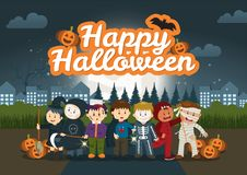 Les enfants en parc sous le ciel nocturne de Halloween Images stock