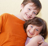les enfants font face à deux Images stock