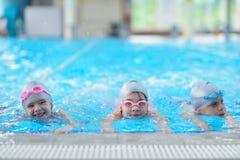 Les enfants groupent à la piscine Photos libres de droits