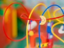 Les enfants joue, les jouets qui aident à développer l'idée Images libres de droits