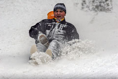 Les enfants jouent dans la neige Images libres de droits