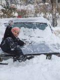 Les enfants jouent dans la neige Photographie stock