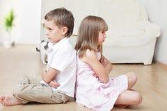 Les enfants jurent Photo libre de droits