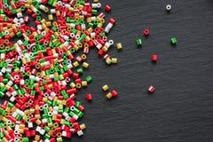 Les enfants perlés faits main d'ornements peuvent faire Photographie stock