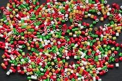 Les enfants perlés faits main d'ornements peuvent faire Configuration Photographie stock libre de droits