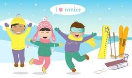 Les enfants sautant et riant sur le flanc de coteau Photos stock