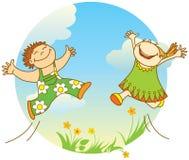 les enfants sautant le sourire Photos libres de droits