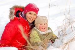 Les enfants se réjouissent à l'hiver venu Photos libres de droits