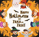 Les enfants se sont habillés dans Halloween costumé pour aller tour ou traitement illustration libre de droits