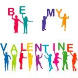 Les enfants silhouette tenir des lettres avec SOIENT MON VALENTINE Image stock