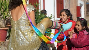 Les enfants sont les clowns heureux Image stock