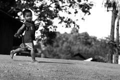 Les enfants tribals non identifiés veulent l'occasion d'éducation Photographie stock