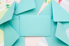 Les enveloppes sont dans la dispersion Photographie stock libre de droits