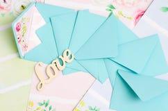 Les enveloppes sont dans la dispersion Images stock