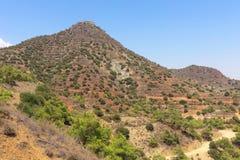 Les environs montagneux près du monastère de Stavrovouni, Larnaca, Chypre images libres de droits