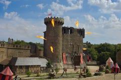Les Epesses, Frankreich - September 9, 2018: Schloss eingestellt auf Feuer während der Show von Secret de la Lance stockfotos