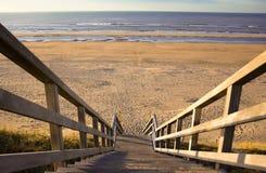 Les escaliers à la plage Image stock