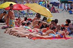 Les Espagnols prenant un bain de soleil, Fuengirola Photos libres de droits