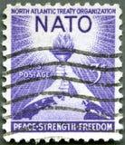 LES ETATS-UNIS - 1952 : Torche de la liberté et du globe Photos stock