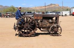 Les Etats-Unis, Arizona : Tracteur antique - 1929 enferment, L modèle Image stock