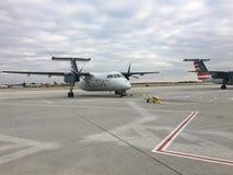 LES ETATS-UNIS : Avion de ligne aérienne de l'Amérique à l'aéroport de gens du pays de Westchester Images stock