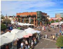 Les Etats-Unis, AZ/Tempe : Avenue de moulin avec l'artiste Booths Photos libres de droits