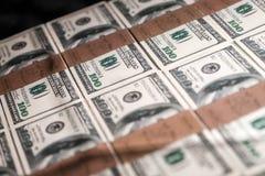 Les Etats-Unis cent dollars dans une boîte Images libres de droits