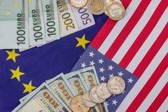 Les Etats-Unis diminuent avec les billets d'un dollar et la pièce Photographie stock libre de droits