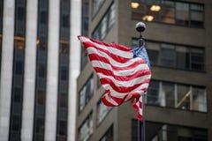 Les Etats-Unis diminuent dans le bâtiment de tour d'atout de New York Images libres de droits