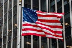 Les Etats-Unis diminuent dans le bâtiment de tour d'atout de New York Image stock