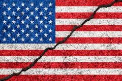 Les Etats-Unis diminuent peint sur le clivage criqué du mur background/USA illustration de vecteur